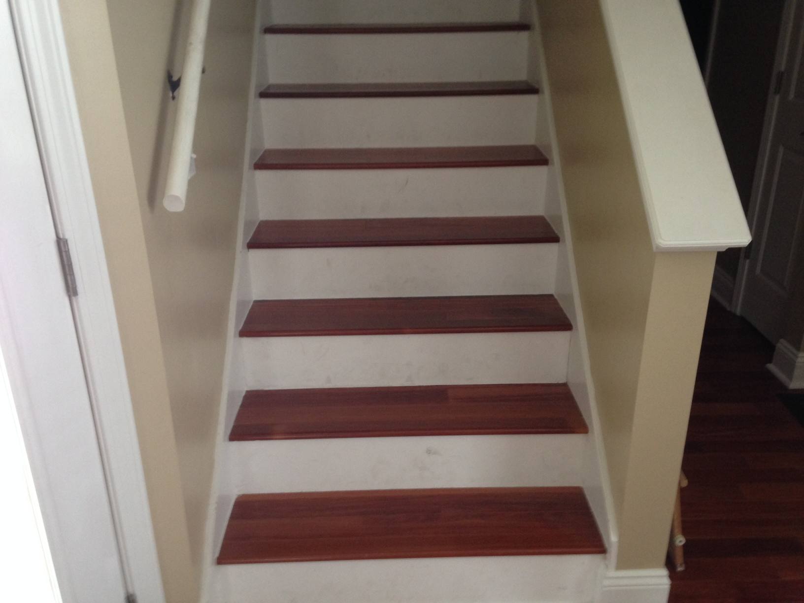 Installing engineered hardwood flooring on stairs gurus for Hardwood floors on stairs