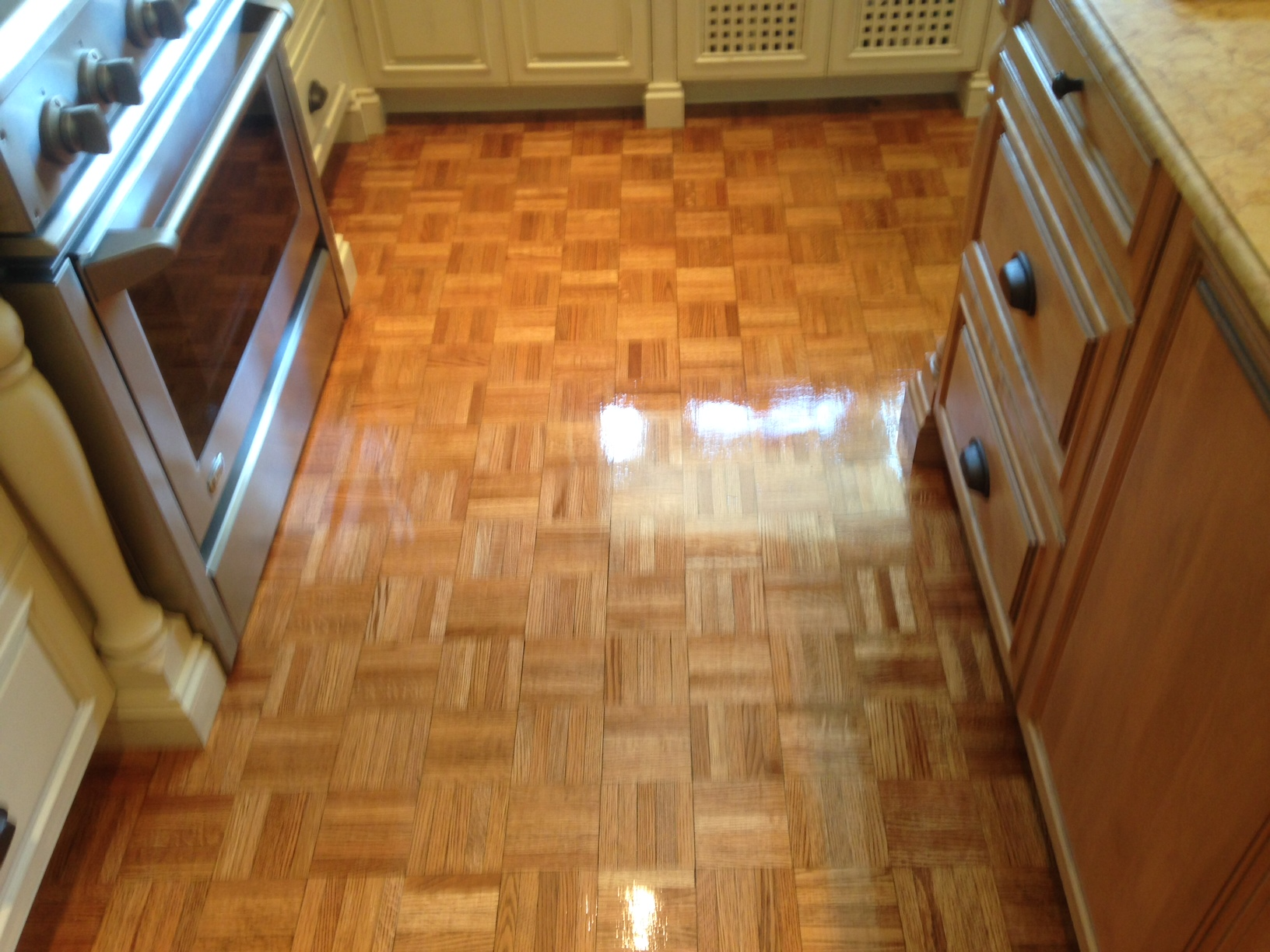 screening and recoating plank and parquet flooring