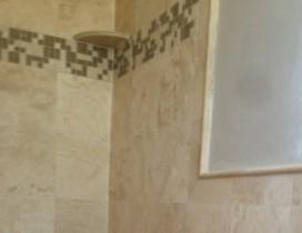 Detail - Travertine/Stone/Glass/Tile inlay - bathroom shower