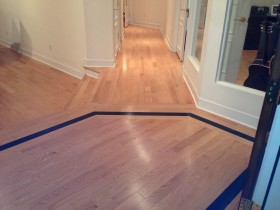 Red Oak - Prefinished Engineered - with Black Maple border