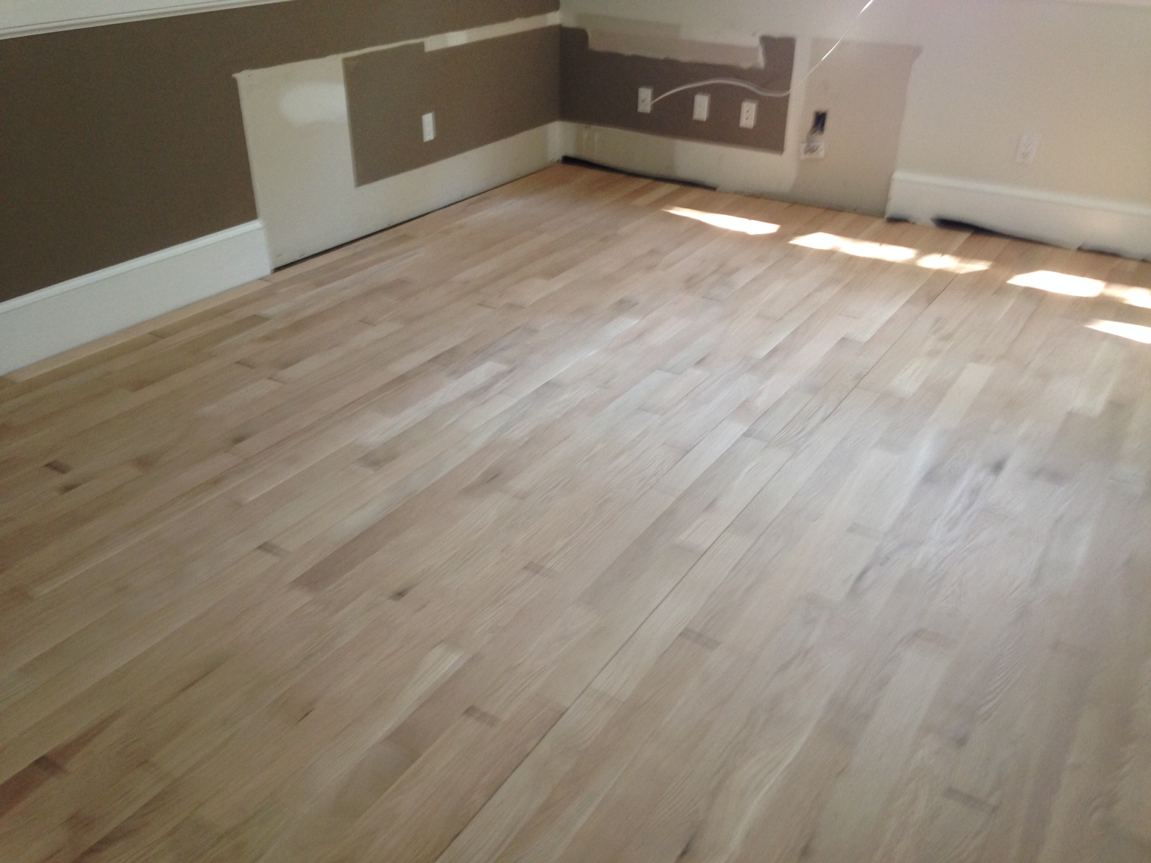 Unfinished hardwood flooring white oak unfinished rq for Unfinished oak flooring
