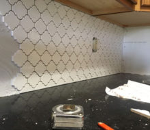 Installing kitchen backsplash tile