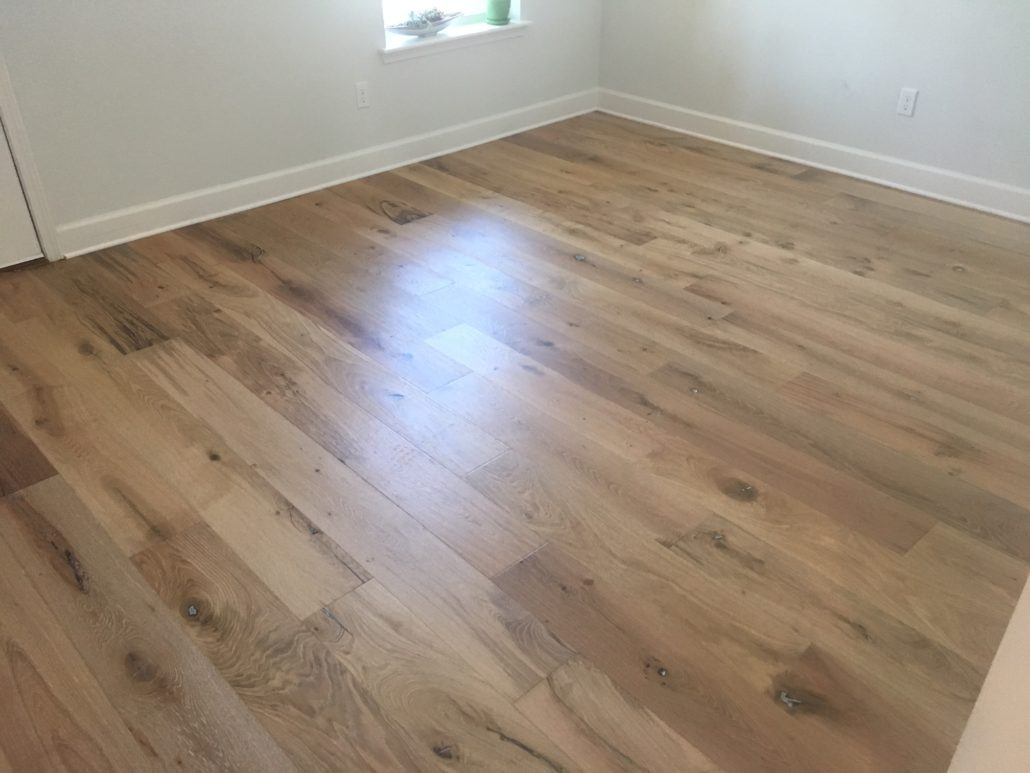Engineeried wire brushed white oak flooring